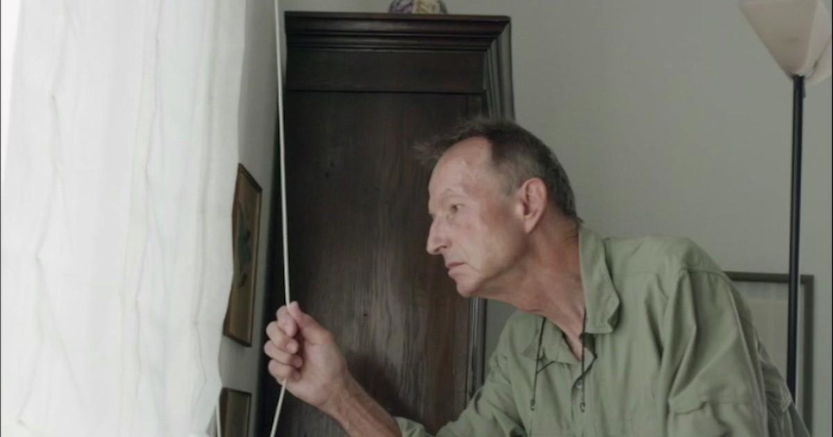 Ein Alter Mann Masturbiert Sich Und Wird Dann Komplett